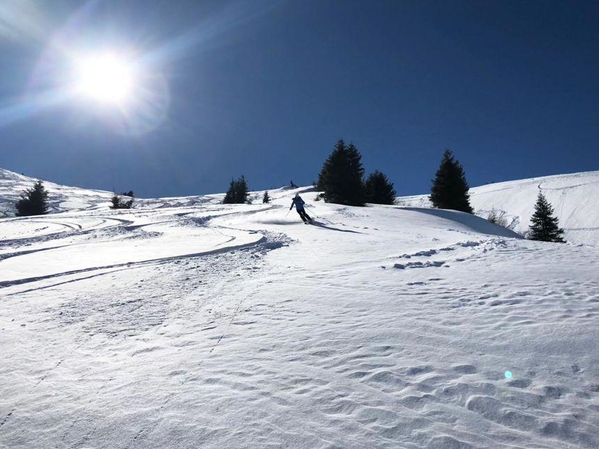 powder skiing Champoussin Portes du Soleil